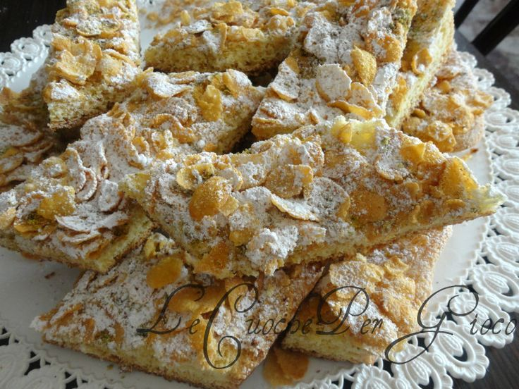 Sono biscotti leggeri, simili ai savoiardi come gusto e consistenza, arricchiti con cornflakes e pistacchi!