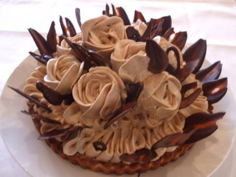 ケーキデザイン184 モンブランのクリームで形作った薔薇が芸術的なウェディングケーキ