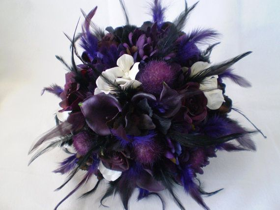 TWILIGHT Wedding Bouquet And Boutonniere --- Color is niceFavorite Bouquets, Dreams, Feathers Ideas, Wedding Bouquets, Feathers Bouquets, Twilight Wedding, Purple Bouquets, Bouquets Wedding, Flower