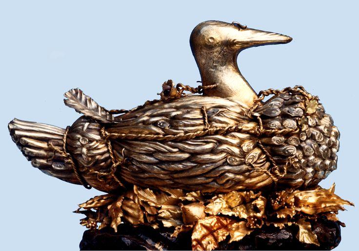 Anatra da richiamo: zuppiera in argento sbalzato, cesellato, parzialmente dorato.