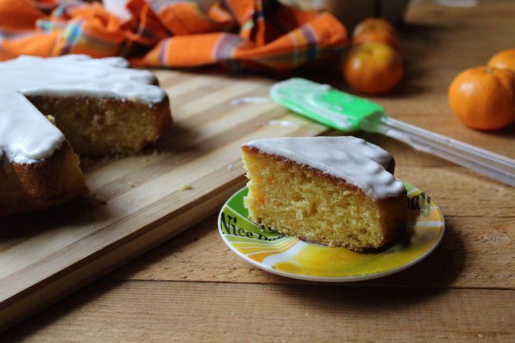 La torta ai mandarini con glassa è un dolce soffice e ad effetto, ideale per tutta la famiglia. Ecco la ricetta