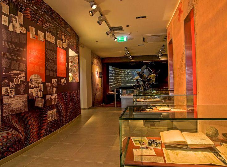 Le Musée de Nikos Kazantzakis est situé dans le village pittoresque de Varvaroi (Myrtia), à environ 20 km. au sud d'..
