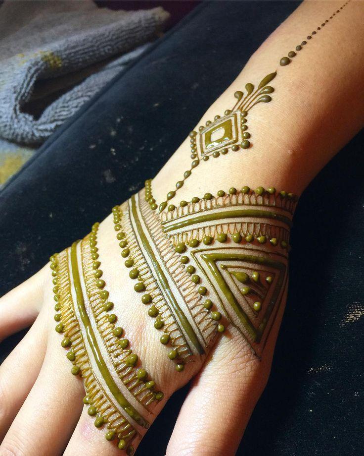 Hennalicious #heartfirehenna #hennaseason #makearteveryday #magiciseasy #henna #hennapro #hennalove