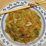Spaghetti+di+soia+in+stile+orientale+con+verdure+e+germogli