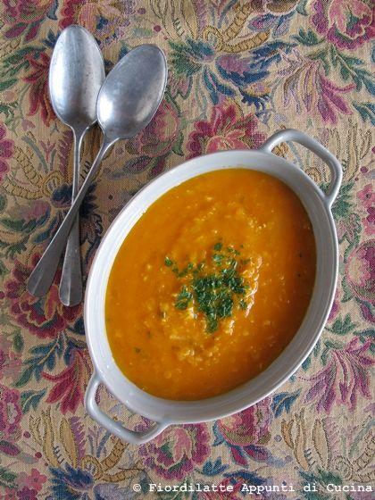 Spicy pumpkin and lentils soup - Zuppa di lenticchie e zucca alla paprika e curry