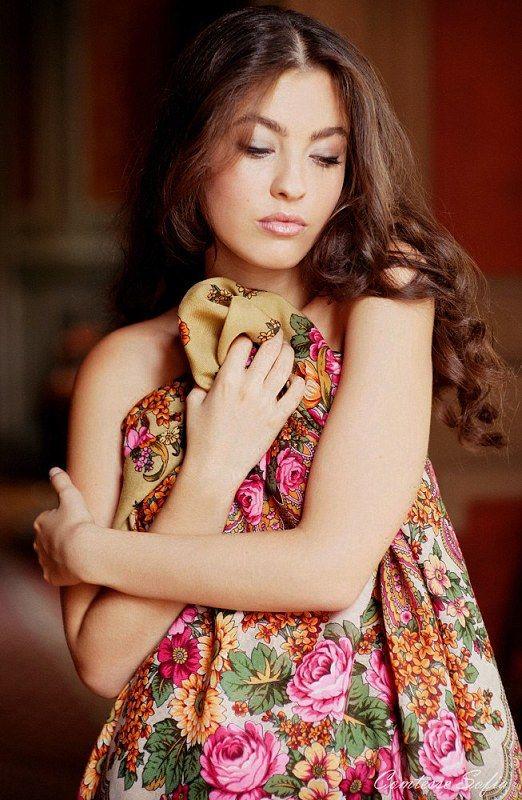 #Russian #shawl #scarf #russianshawls #russian #pavlovo #pavlovoposad #girls #fashion russian-shawls.com