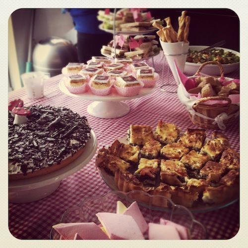 baby shower baby shower food gebakjes roze eettafel meisje