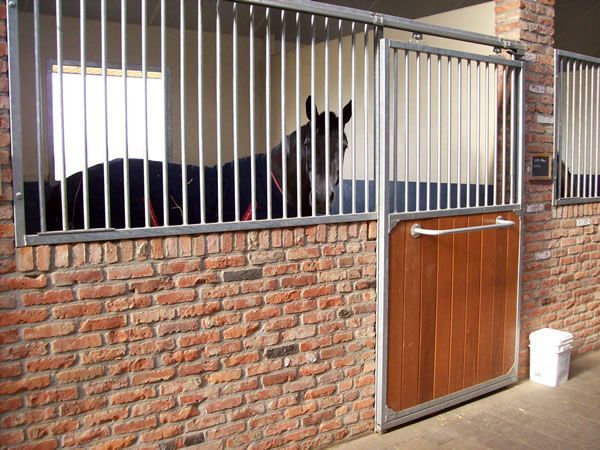 Brick Internal Stable Www Hfh Paardenboxen Be Stables Horse Stalls Brick