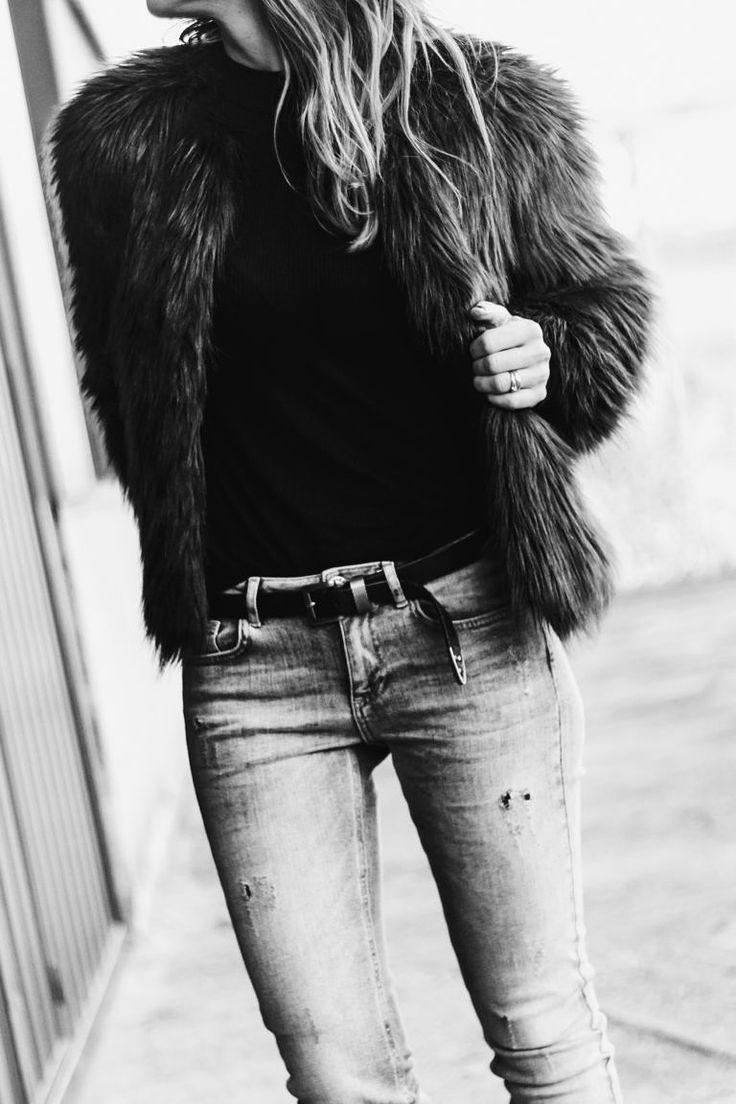 samivida-desires-green-fur-jacket-black-top-jeans-studded-suede-shoes-chaqueta-de-pelo-desires-03