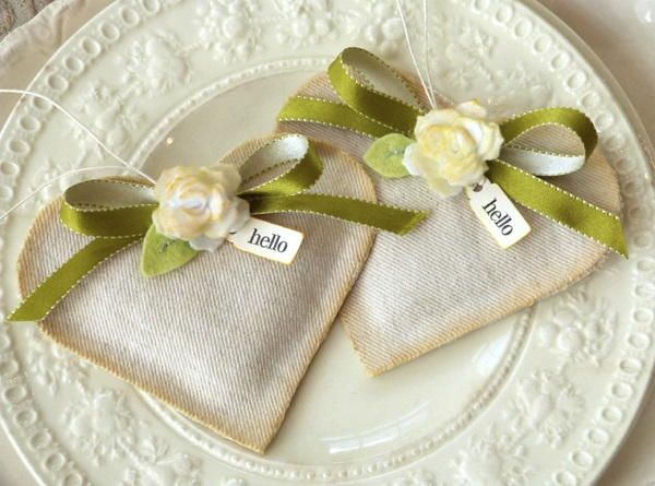 Hello Heart Fabric Sachets | AllFreeSewing.com  I could alter just a bit and make my favors!