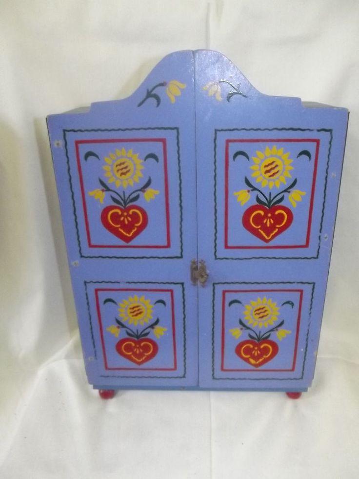Vintage Puppen Kleiderschrank Holz zweit rig blau F cher Schrank handbemalt alt cm in Antiquit ten u Kunst Antikspielzeug Puppen u Zubeh r eBay Pinterest