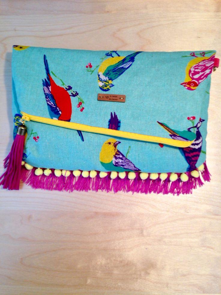"""Clutch avance temporada primavera-verano 2016. 100% handmade con tela japonesa, flecos en seda, madroños, adornos en cuero y dorados. Modelo """"birds"""" turquesa."""