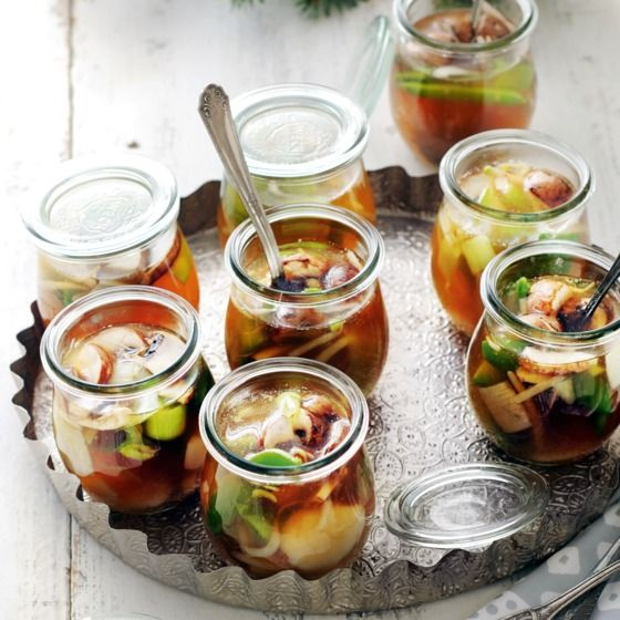 Oosterse soep met coquille in 'n weckpotje - Deze oosterse soep kun je feestelijk serveren in een weckpotje, maar ook in een (wijn)glas. #kerst #hapjes #JumboSupermarkten