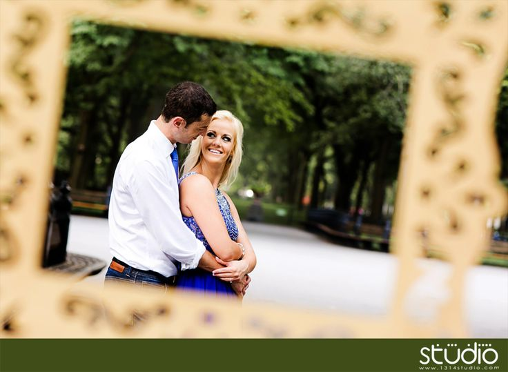 Using Photo or art frame as engagement photography props | New York City engagement photo ideas by www.1314studio.com