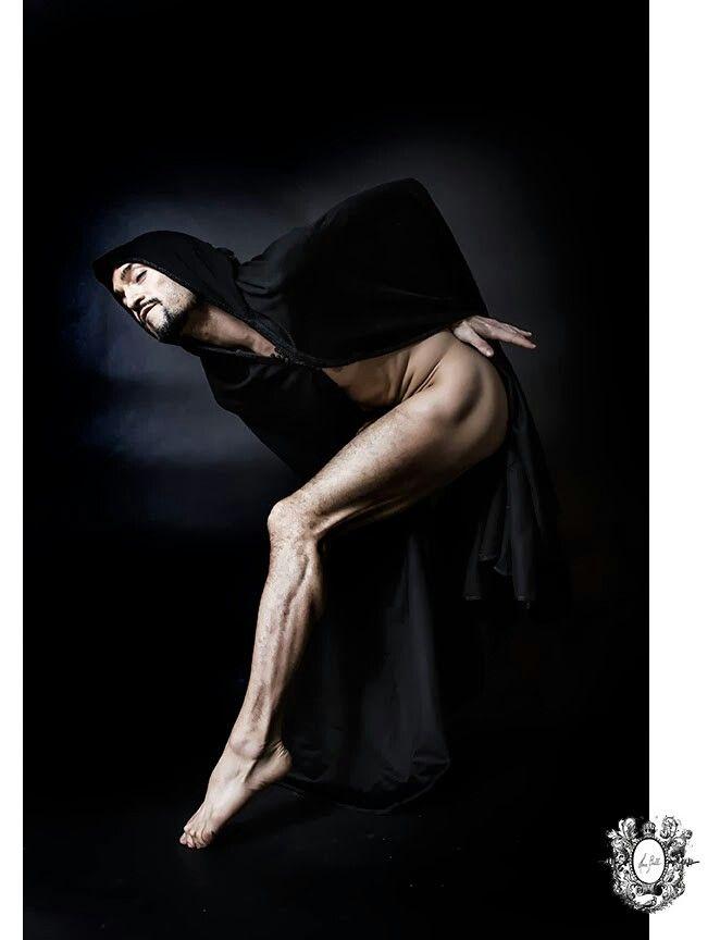 Dancer Ilhan Karabacak photographed by Montreal portrait photographer Hera Bell