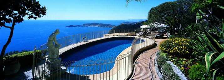 Piscine parc vue Eze - Hôtel La Chèvre d'Or - Page détente piscine