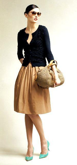 how to wear khaki skirt