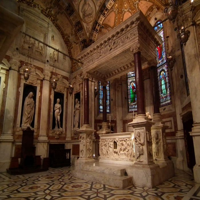 Inside the church you will admire the beautiful frescoes, paintings and statues that were added during the centuries. #day #trips #from