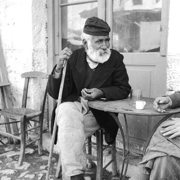 Evans, 1947, καφενείο στο Αγρίνιο