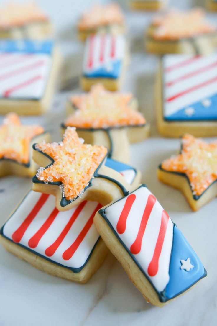 how to make 4th of July fireworks cookies | @bakeat350