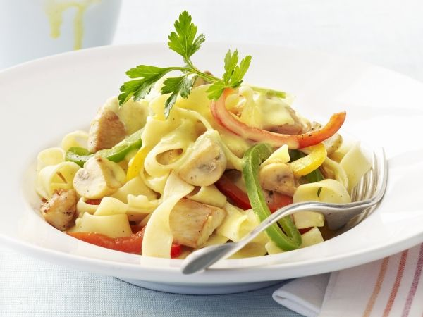 Pasta met kip, paprika en champignons - Libelle Lekker!