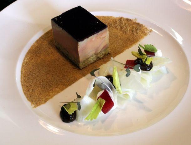 Foie gras de canard de Saint-Sever en fine gelée de Troplong Mondot, céleri rave en vinaigrette, pruneau et raifort | Sud Ouest Gourmand – L...