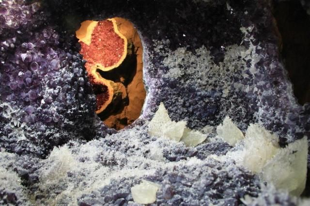 http://zh.clicrbs.com.br/rs/noticias/noticia/2012/06/parque-com-pedras-preciosas-em-estado-bruto-abre-neste-domingo-em-gramado-3777167.html