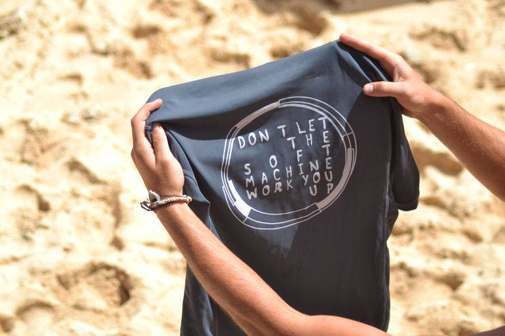 'No soft machine' - rashguard by nusa - short sleeves - 80.60% Nylon. 19.40% Lycra - white - (Don't let the soft machine work you up)