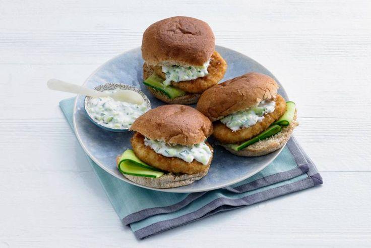 Visburger met komkommer-yoghurtsaus - Recept - Allerhande