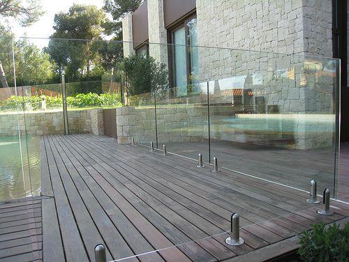 M s de 25 ideas fant sticas sobre pisos para piscina en for Barandillas de cristal para terrazas