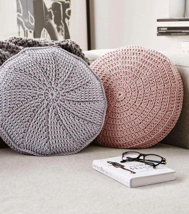 Круглые подушки  Вязаные крючком. Описание на английском.
