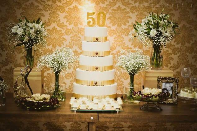 Mesa bodas de ouro.