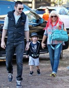 Christina Aguilera Pregnant With Her Second Child-#celebsfootprints