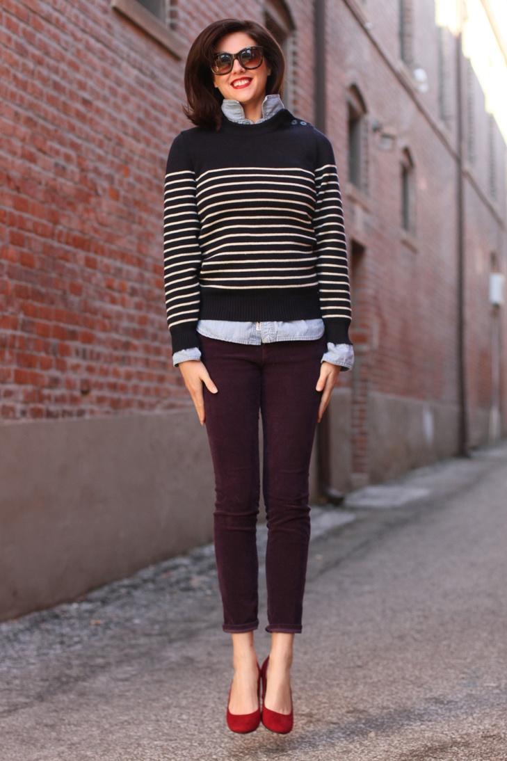 How to wear dark purple jeans