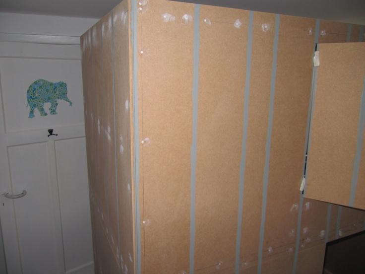 home made bed / al the way... stripes  for the effect / zelf gemaakt kinderbed / verfen