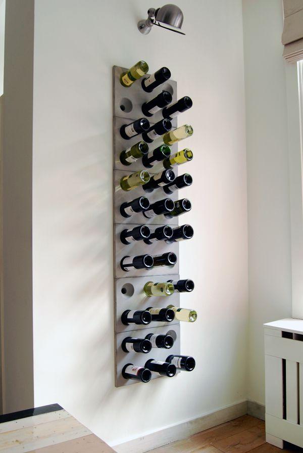Een gat in de muur is in deze doelbewust gedaan, gaaf bedacht en je ken het vinden bij Winebrick wijn ophangsysteem van Stephan Siepermann
