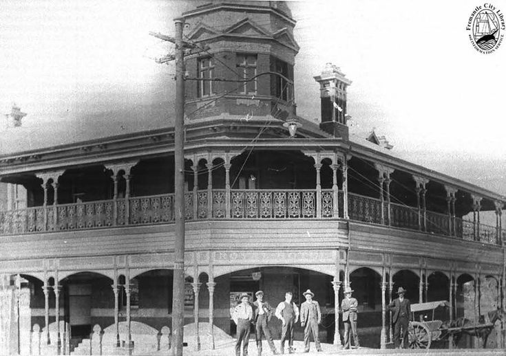 Royal Hotel  Later the Royal George. Corner of George and Duke Streets. 1906
