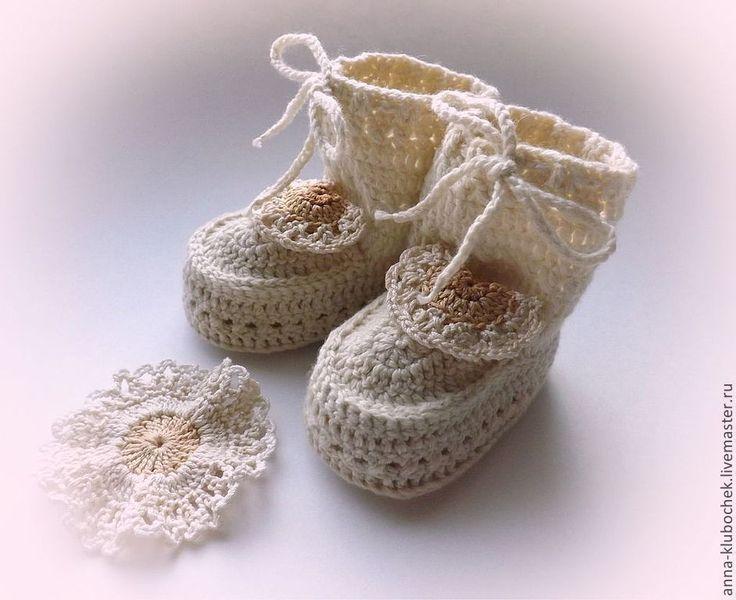 Купить Вязаные пинетки-сапожки для новорожденного Кружевной цветок - пинетки, пинетки для девочки, пинетки для мальчика ♥♥