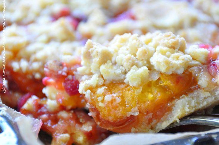 crumble pie with apricot, bramble and redcurrant / ciasto z morelami, jeżynami i czerwonymi porzeczkami pod kruszonką