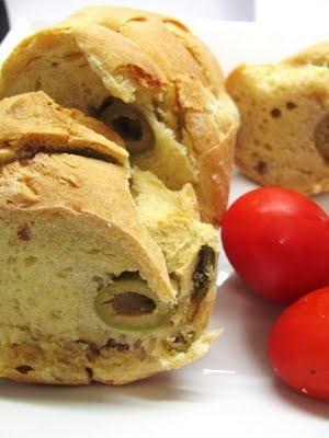 Pane olive e noci.