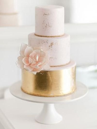 Soft pink and gold metallic // Found here: http://www.wantthatwedding.co.uk/2014/06/13/metallic-wedding-cakes-wedding-trends/