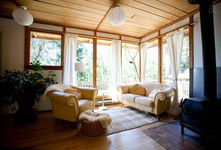 Cottage in Salt Spring Island, Canada. Our cabin is located on a hill. It is private, has a full bath and kitchen with total privacy. You are close to ganges or you can walk to the yoga center. There  is wifi, BBQ, wrap around deck and a sweetness that you might not want to leave.   It...