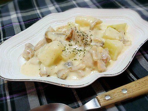 【nanapi】 味噌と牛乳でまろやかな仕上がりの「冬瓜と鶏肉の濃厚クリーム煮」の作り方をご紹介します。味付けに使う調味料は味噌のみで、まろやかな優しい味わいのクリーム煮が簡単に作れます。柔らかく煮込んだ冬瓜に、濃厚なクリームがしっかりからみます。材料(2~3人分)冬瓜・・・200グラム(...