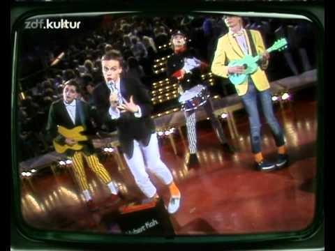 """Hubert Kah """"Rosemarie"""" (ZDF-Hitparade 1982) - Frischer Wind in der ZDF-Hitparade: die Neue Deutsche Welle hält Einzug. Hubert Kah stellt am 03.05.1982 seine """"Rosemarie"""" vor."""