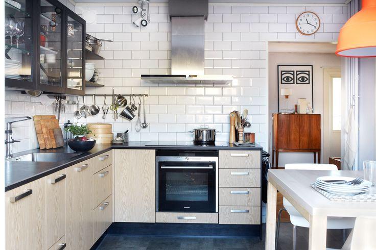 Ett av Sveriges första kök med Miinus-konceptet. Köket finns i ett radhus söder om Stockholm. Läs om köket och köksrenoveringen på blog.puustellimii... //One of Sweden's first Miinus kitchens, build in a house south of Stockholm.  #kök #kitchens #kitchen #interiordesign #interiors #kitchendesign