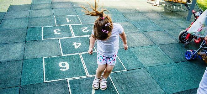 как играть в классики на асфальте правила