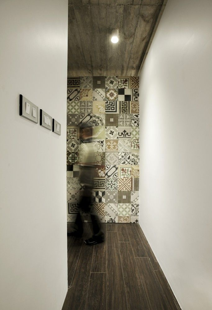 Patterned concrete tiles on wall 7X18 House / AHL architects associates