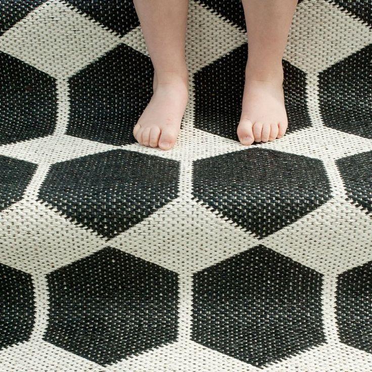 tapis nordique à motifs hexagonaux en noir et blanc : idées déco ...