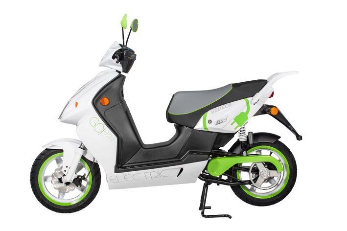 GOVECS GO!_S24 è uno scooter dalle prestazioni superiori con tecnologia al litio. Nonostante l'alta potenza rientra ancora nella categoria di cilindrata di 50 cc. È disponibile sia nella versione a 25 km/h che nella versione '+' con una velocità massima di 62 km/h e un'omologazione L3E.
