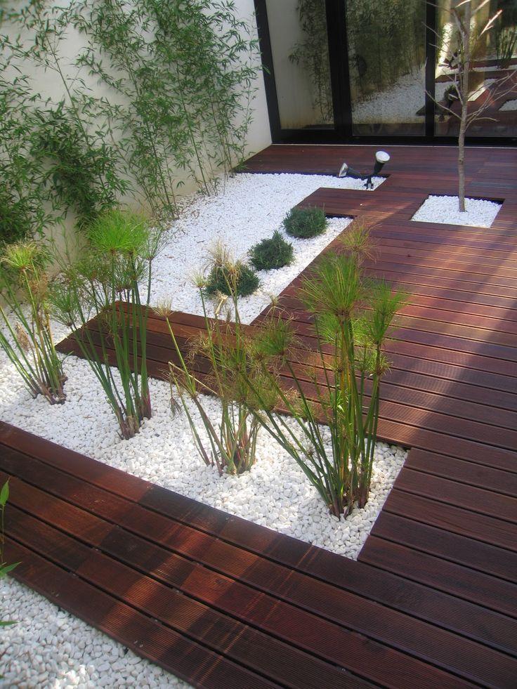 Jardim de inverno simples com pedras brancas e plantas pequenas.  Fotografia: http://www.decorfacil.com